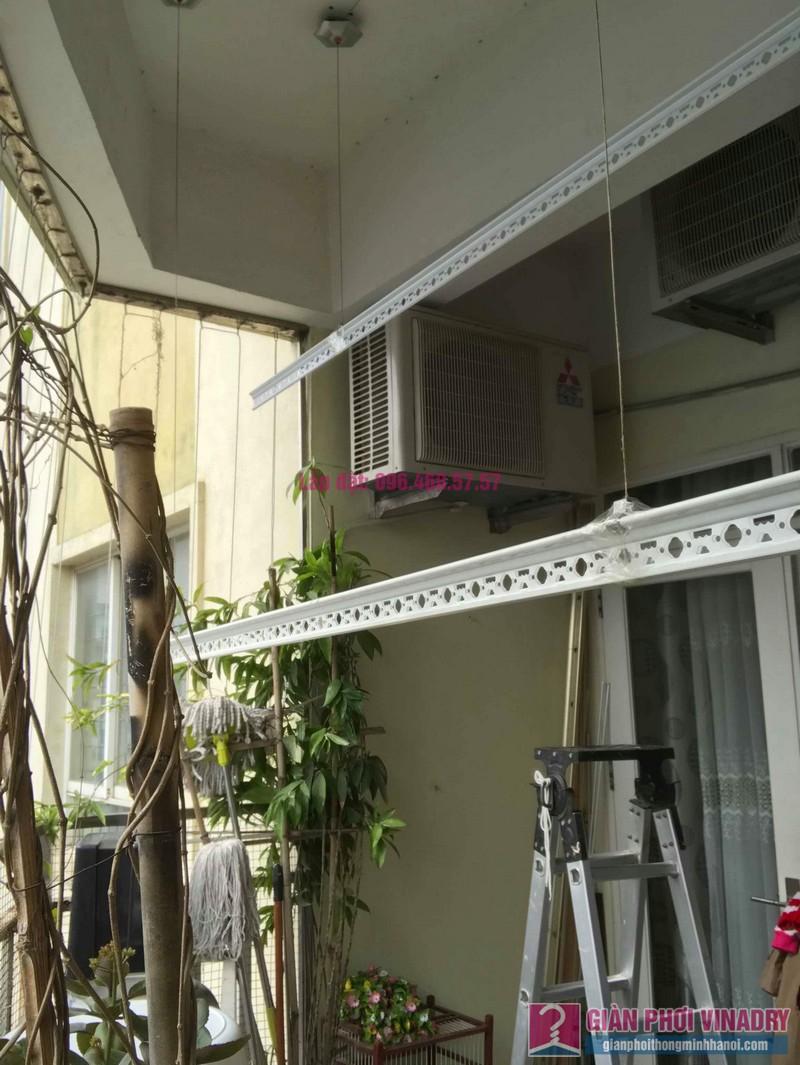 Sửa giàn phơi quần áo nhà anh Tình, chung cư Sunrise D11, 90 Trần Thái Tông, Cầu giấy, Hà Nội - 05
