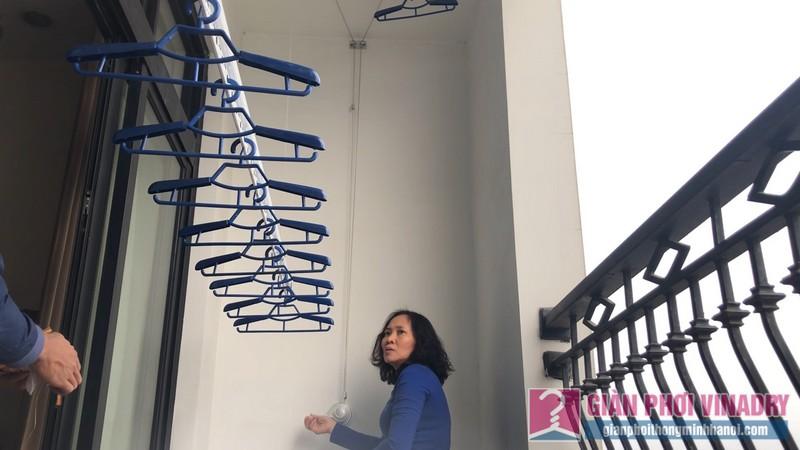 Lắp giàn phơi Thanh Xuân bộ tay quay liền 950 nhà cô Mỵ tòa R4, Royal City - 09