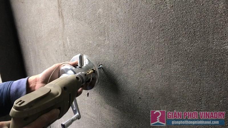Lắp bộ tời vào tường với khoảng cách phù hợp