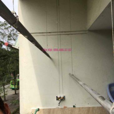 Sửa giàn phơi quần áo nhà chị Chuyên, căn 202 chung cư K8, KĐT Việt Hưng, Long Biên, Hà Nội