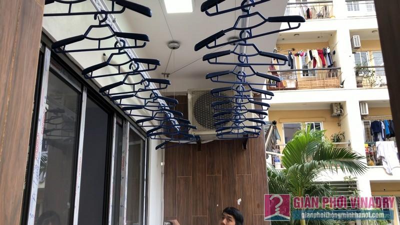 Lắp 2 bộ giàn phơi quần áo 950 nhà chị Bích, chung cư H8, KĐT Việt Hưng, Long Biên, Hà Nội - 09