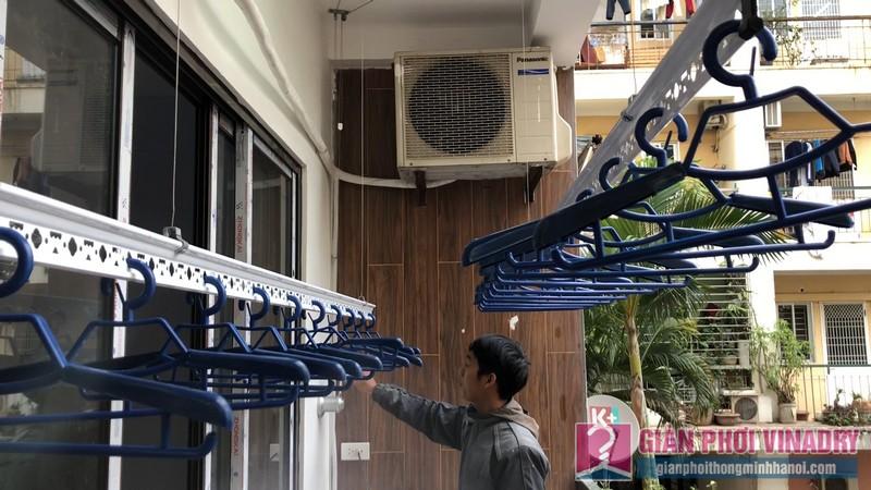 Lắp 2 bộ giàn phơi quần áo 950 nhà chị Bích, chung cư H8, KĐT Việt Hưng, Long Biên, Hà Nội - 12