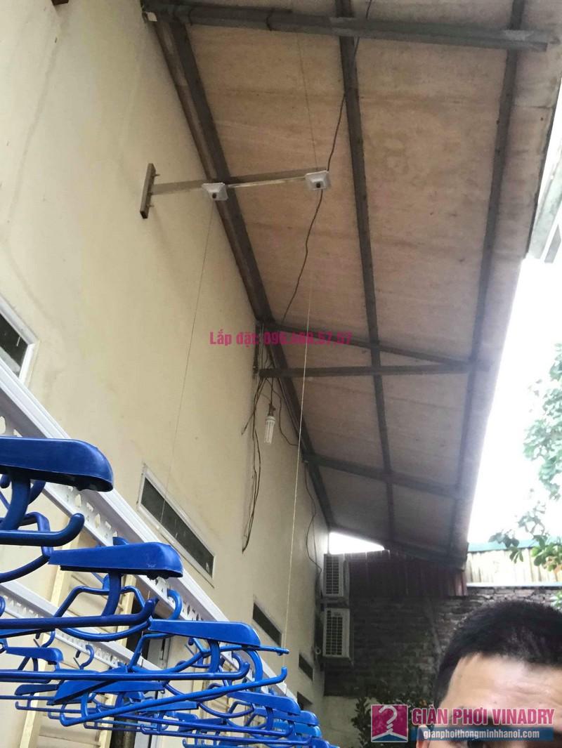 Lắp giàn phơi cho trần mái tôn nhà anh Dũng, Khu TT đường sắt Hà Thái, Đông Anh, Hà Nội - 02