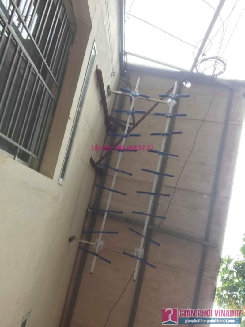 Lắp giàn phơi cho trần mái tôn nhà anh Dũng, Khu TT đường sắt Hà Thái, Đông Anh, Hà Nội - 08