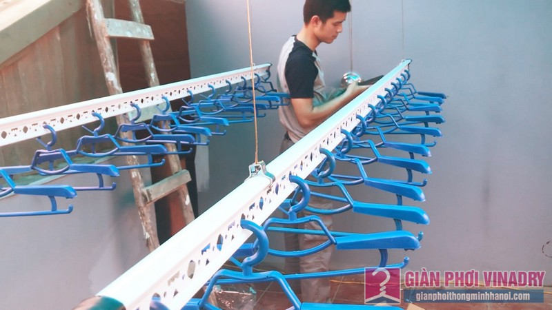 Lắp giàn phơi Hoàng Mai nhà anh Thức, ngõ 255 Lĩnh Nam - 08