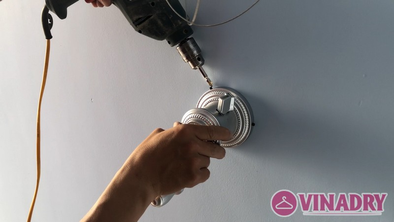 Cố định bộ tời giàn phơi trên tường