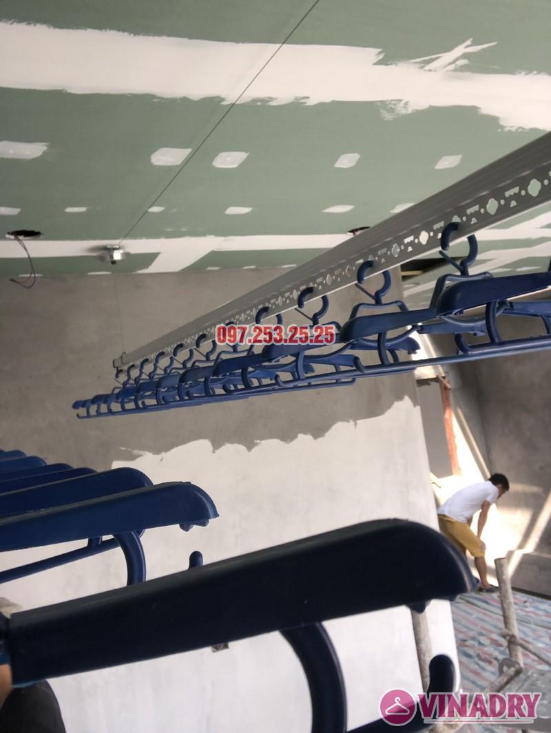 Lắp giàn phơi cho trần thạch cao nhà chị Hậu, nhà E3 khu Pandora 53 Triều Khúc, Thanh Xuân - 06