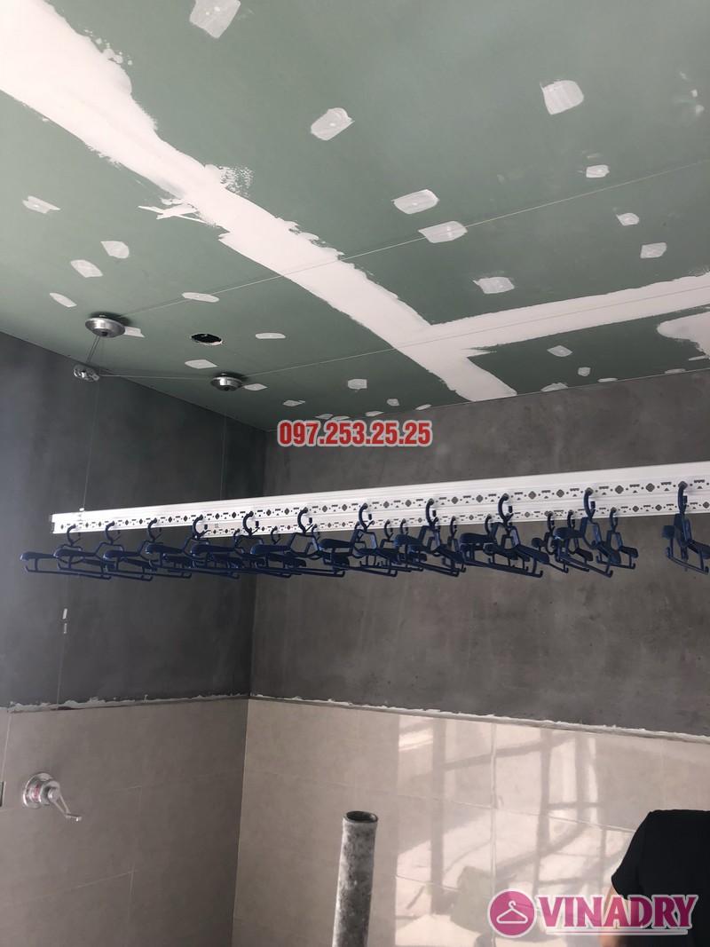 Lắp giàn phơi cho trần thạch cao nhà chị Hậu, nhà E3 khu Pandora 53 Triều Khúc, Thanh Xuân - 09