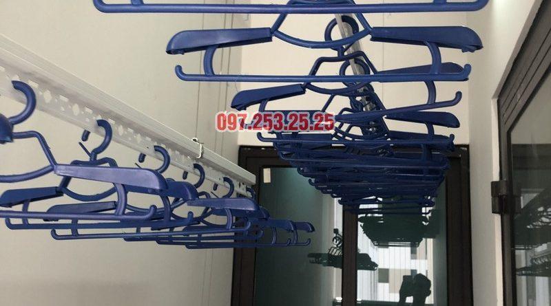 Lắp giàn phơi quần áo nhà chị Thảo, căn 402 tòa C chung cư Valencia Garden, Long Biên, Hà Nội - 07