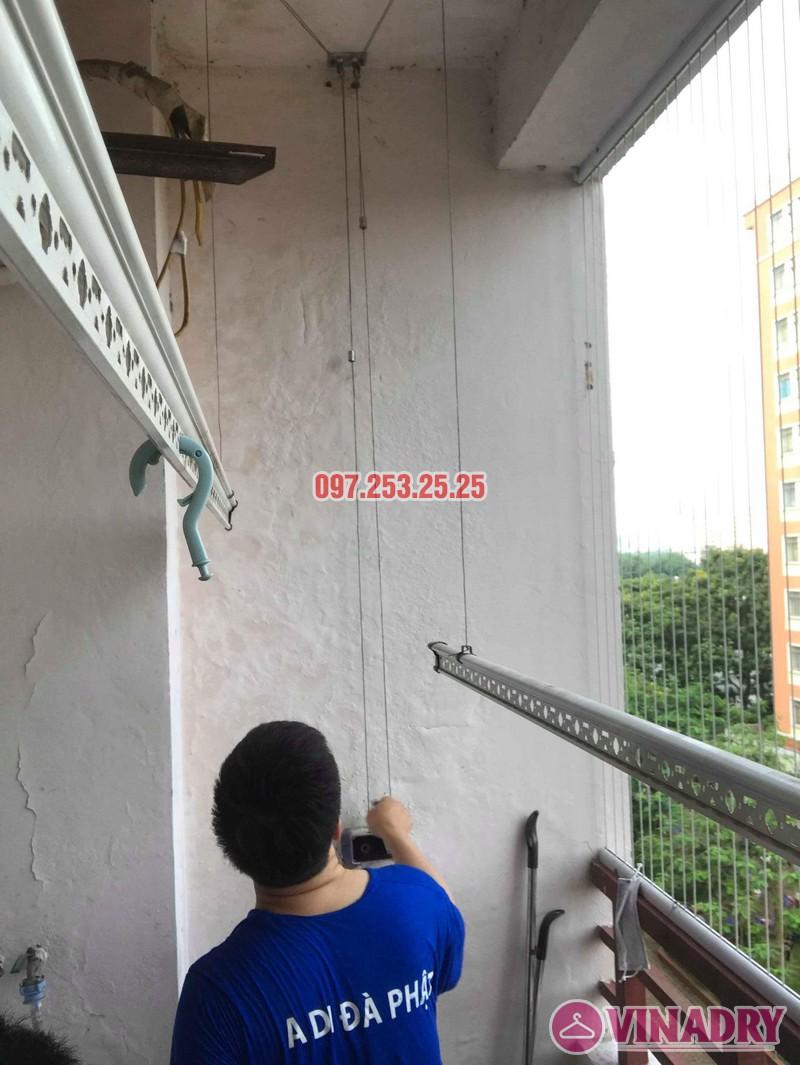 Sửa giàn phơi quần áo nhà anh Hòa, chung cư 101 Láng Hạ, Đống Đa, Hà Nội - 02