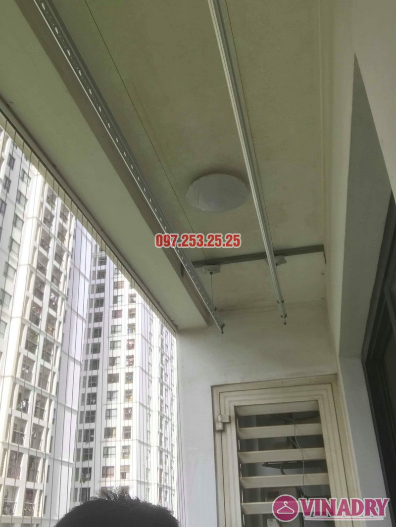 Sửa giàn phơi quần áo nhà chú Hải, tòa T15 Times City, Hai Bà Trưng, Hà Nội - 07