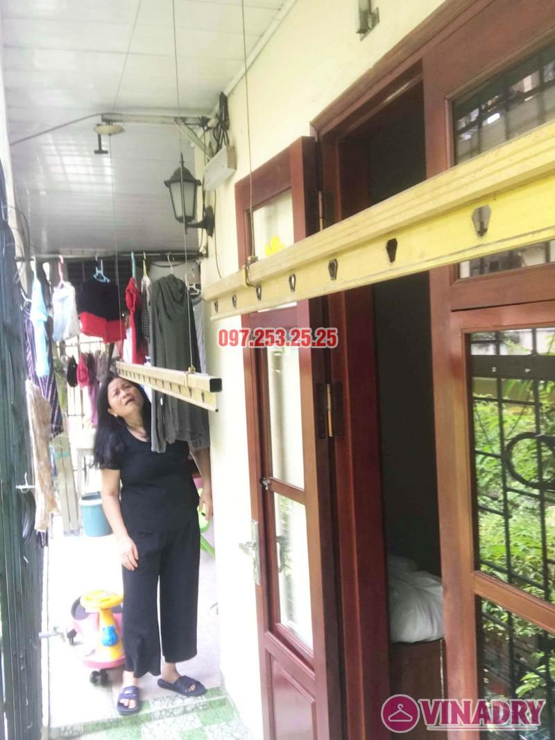 Sửa giàn phơi tại Hai Bà Trưng nhà cô Nụ, nhà tập thể ĐH Kinh Tế Quốc Dân - 01