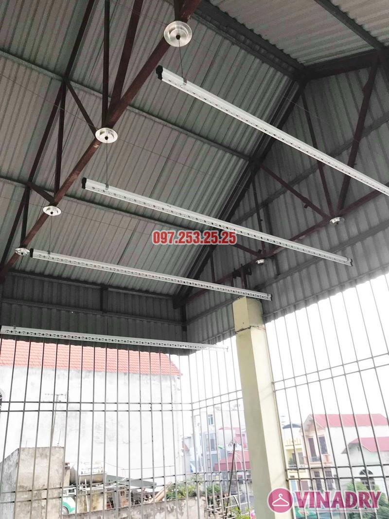 Cách lắp giàn phơi thông minh cho trần mái tôn nhà cô Hảo, Hà Đông, Hà Nội - 01