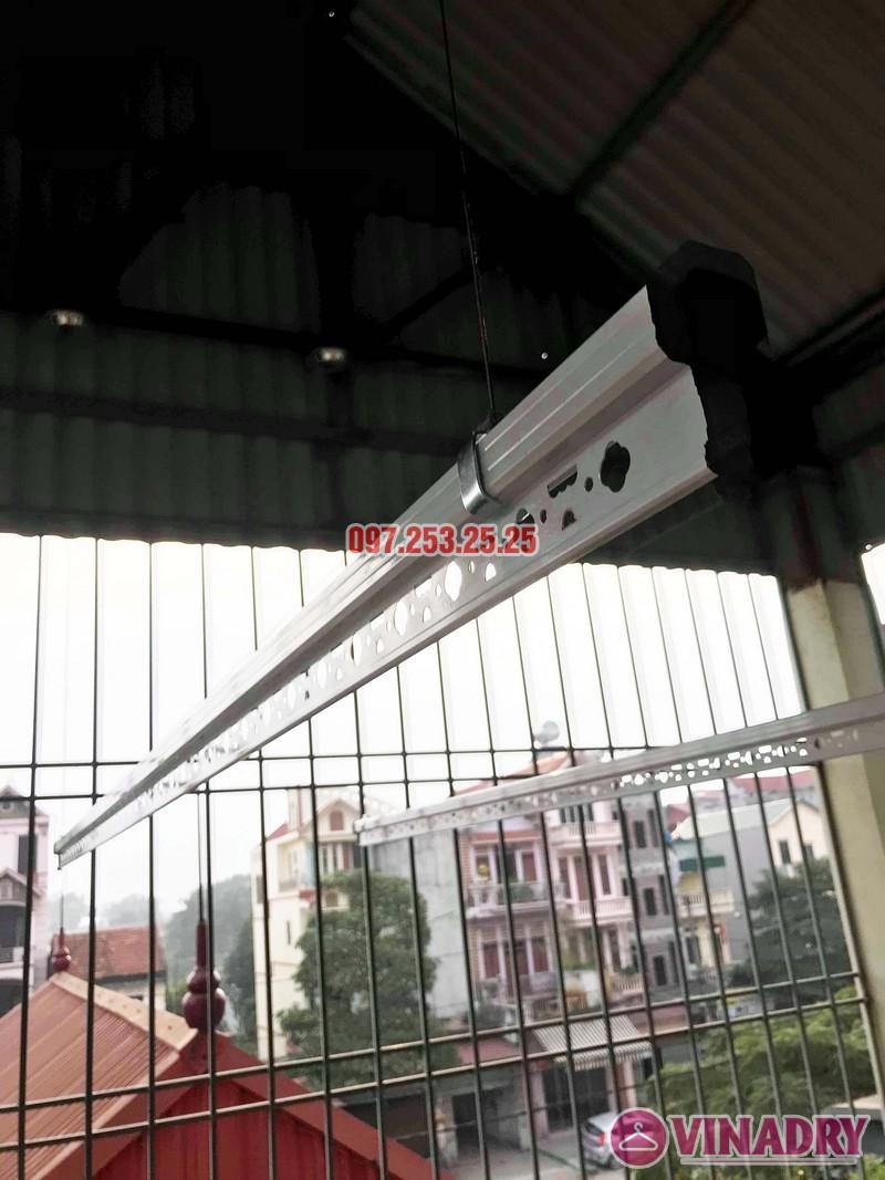 Cách lắp giàn phơi thông minh cho trần mái tôn nhà cô Hảo, Hà Đông, Hà Nội - 06