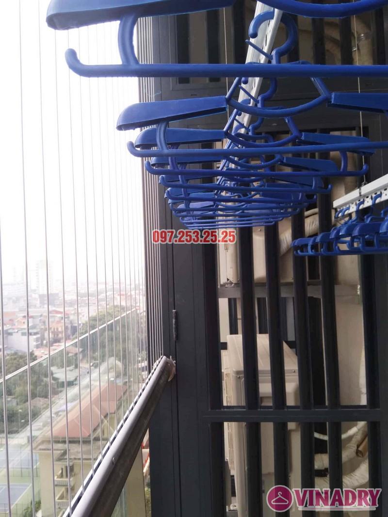 Lắp giàn phơi chung cư Goldseason 47 Nguyễn Tuân nhà anh Phú, 2 bộ HP701 - 02