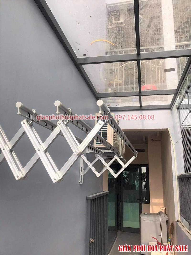 giàn phơi gắn tường Hòa Phát thiết kế chuẩn Hàn
