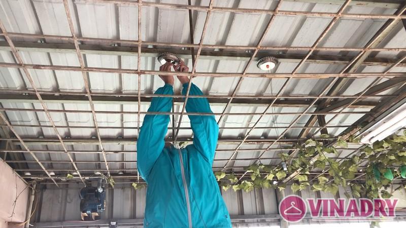 Lắp giàn phơi thông minh cho trần mái tôn nhà cô Tín - 02