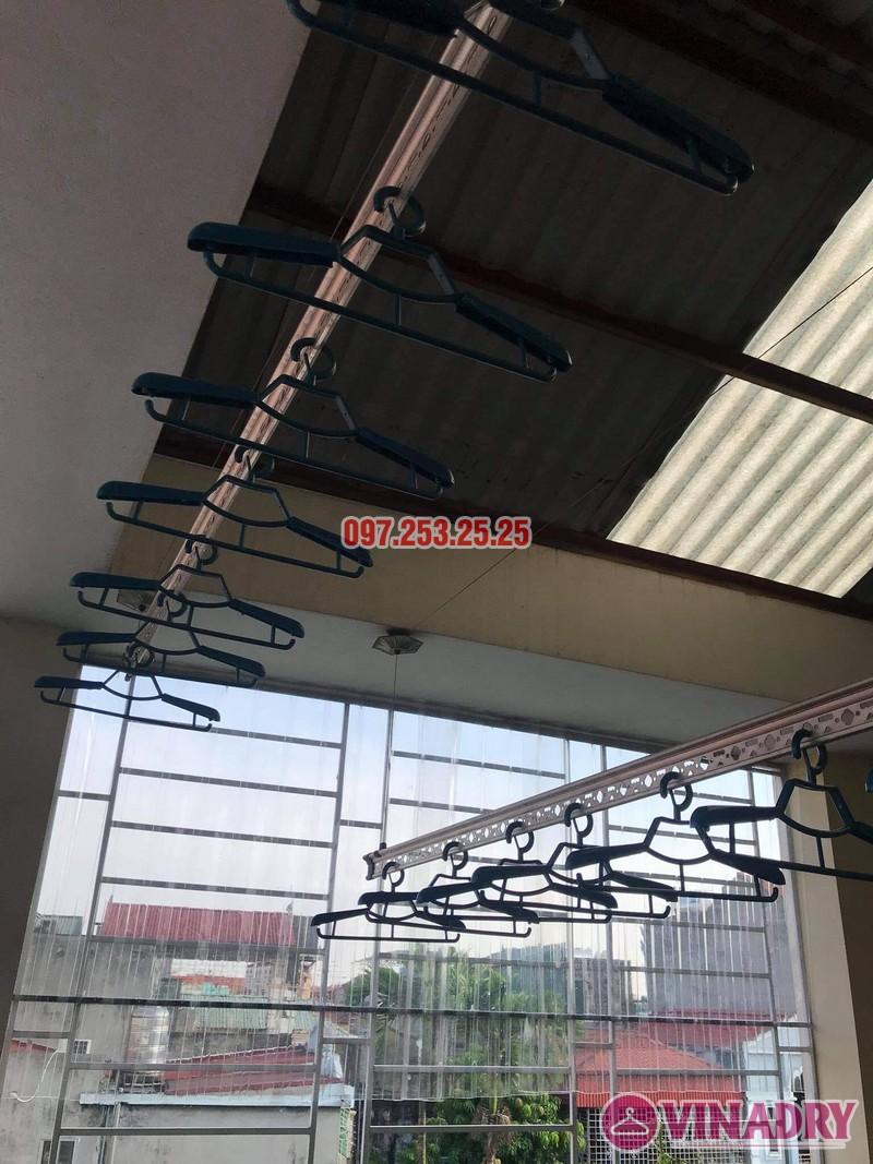 Thay dây cáp giàn phơi thông minh giá rẻ tại Long Biên nhà cô Hảo ngõ 82 Ô Cách - 02